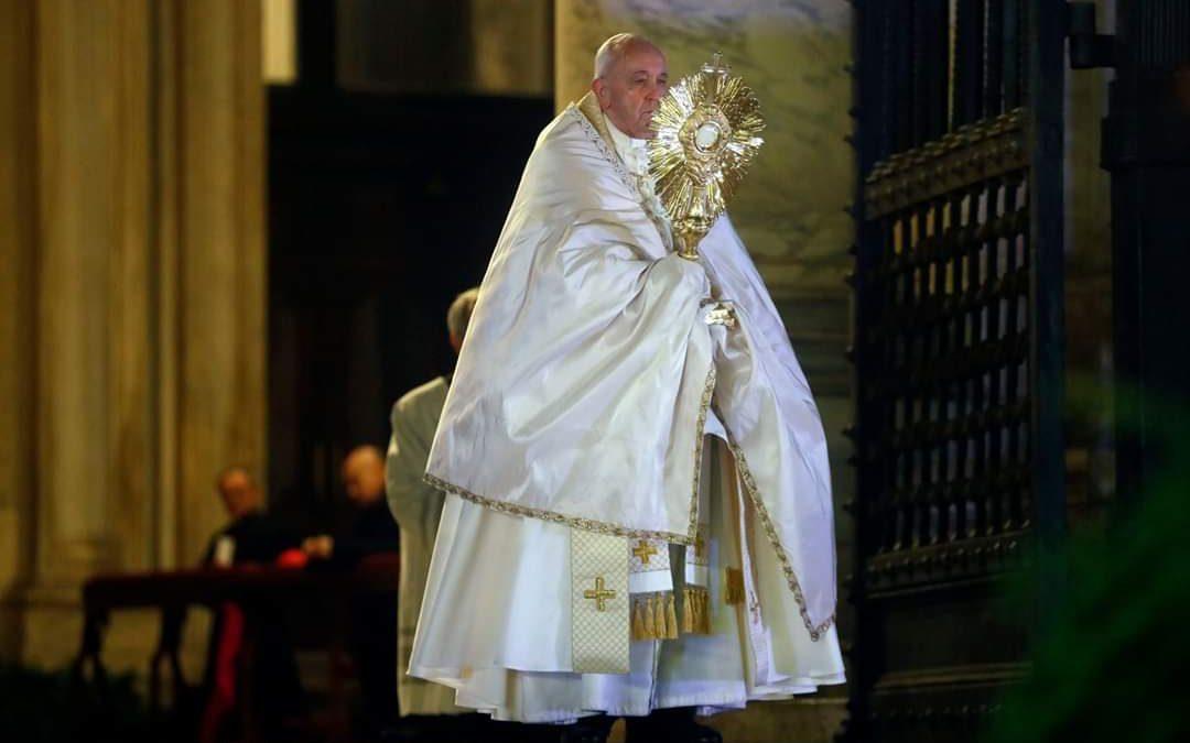 """Papa Francisco ao mundo: """"Abraçar o Senhor, para abraçar a esperança"""""""